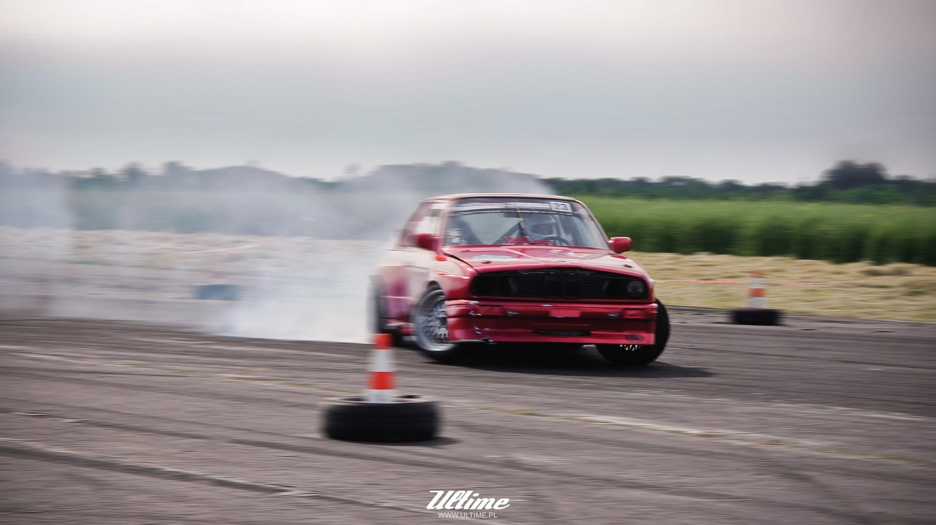 drifting bmw e30